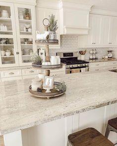 farmhouse kitchen countertops 45 An Amazingly Beautiful Granite Countertops Kitchen Models 14 Kitchen Redo, Home Decor Kitchen, New Kitchen, Country Kitchen, Kitchen Themes, Awesome Kitchen, Beautiful Kitchen, Design For Kitchen, Closed Kitchen