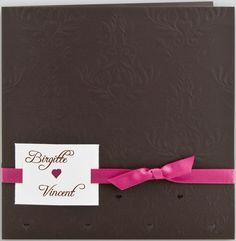 Hochzeitskarte dunkelbraun mit Ornamentrelief und Herzen rosa