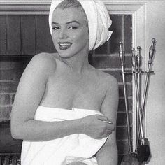 Marilyn Monroe photographed by André de Dienes at the Bel Air Hotel, Marylin Monroe, Marilyn Monroe Fotos, Sophia Loren, Brigitte Bardot, Bel Air, Margot Robbie, Divas, Nostalgia, Cinema Tv