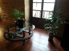 mesa en el pasillo de Hotel Los Agustinos  #LRTAHaro2013