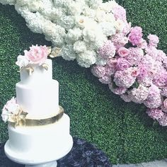 fabulous vancouver wedding Beautiful wedding floral backdrop from @roaflorals and gorgeous cake from @annaelizabethcakes to celebrate K&N #klickwedding #keepsakeevents #rooftopwedding #weddingplanner  #vancouverwedding #vancouverweddingcake #vancouverwedding