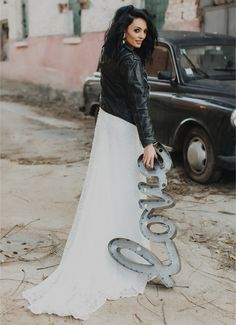 #wedding #weddingdress #weddingday #weddingphotography #dress #weddinginspiration Style Diary, Wedding Inspiration, Style Inspiration, Lace Skirt, Fashion Show, Wedding Day, Wedding Photography, Street Style, Concert