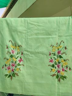 Fabric Colour Painting, Fabric Art, Saree Painting, Painting Art, Crewel Embroidery, Embroidery Designs, Hand Painted Sarees, Embroidery Suits Punjabi, Fabric Paint Designs