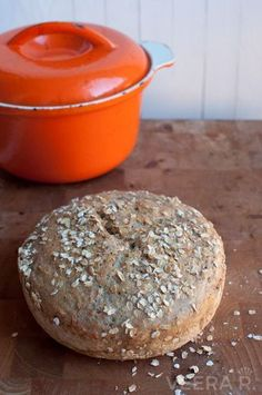 The Best Gluten Free No Knead Bread The Best Gluten Free No Knead Bread There& nothing like home baked bread! With this recipe you& bake the perfect gluten free bread. Dutch Oven Bread, Dutch Oven Recipes, Gluten Free Buns, Gluten Free Baking, Gluten Free No Knead Bread Recipe, Gluten Free Vegetarian Recipes, Foods With Gluten, Pan Sin Gluten, Sans Gluten