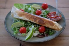 Kyllingwraps -vårløk - mais - salat på siden