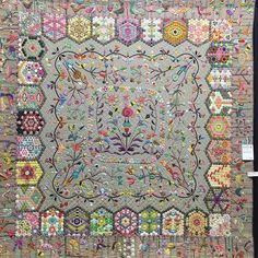 Finally time to look at the quilts. Love this ❤️❤️❤️one by @kfc52 #sydneyquiltshow2017 #quiltnsw