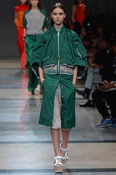Bomber Jacket and Green. The perfect combination. #sportsluxe #bomberjacket #leisurewear #MODESPORTIF