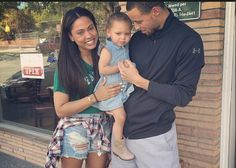 Stephen Curry With Wife & Daughter. Stephen Curry Family, The Curry Family, Stephen Curry Pictures, Hottest Curry, Ayesha Curry, Nba Stars, Sports Figures, World Of Fashion, Spice Things Up