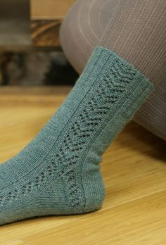 Gully Socks via Craftsy Wool Socks, My Socks, Knitting Socks, Hand Knitting, Knitting Patterns, Crochet Gifts, Crochet Baby, Knit Crochet, Crochet Shoes