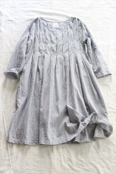 "Look closer at the ""pleats"" --- it looks like they may be tacked down at intervals rather than sewn all the way down the length. Fashion Mode, Boho Fashion, Girl Fashion, Fashion Outfits, Womens Fashion, Linen Dresses, Shirts & Tops, Sewing Clothes, Kind Mode"