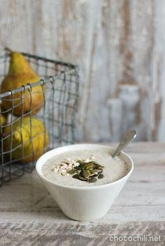 Oatmeal with chia and pear. Breakfast Shot, Breakfast On The Go, Vegan Breakfast, Oats Recipes, Raw Food Recipes, Veggie Recipes, Healthy Recipes, Chia Overnight Oats, Gluten Free Breakfasts