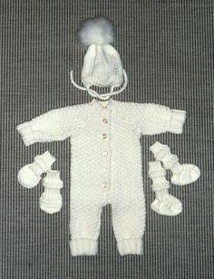 Kummityttöni tulevalle vauvalle, koko setti. Haalari (mukailtu Dropsin ohjeesta) Junasukat, -lapaset ja myssy, Baby Merinovilla langasta. Settee, Onesies, Kids, Baby, Clothes, Fashion, Young Children, Outfits, Moda