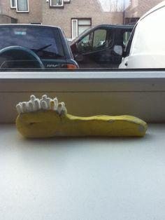 Een tandenborstel van klei en wattenstaafjes