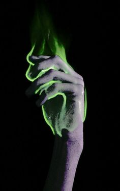 Take pic of hand in dark with flash. Use app to draw green line…use better app to enhance green lines to look wispy Warlock Class, Ragnor Fell, Polaris Marvel, Scorpius Rose, Orange Pastel, Verde Neon, The Ancient Magus Bride, Slytherin Aesthetic, Dragon Age Inquisition
