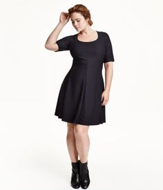 Short-sleeved dress in textured jersey with a slightly wider neckline, fitted bodice, and circle skirt.