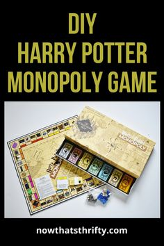 Create your DIY Harry Potter Monopoly Game with our step by step tutorial and FREE printables. Make this game for any Harry Potter lover! Monopoly Harry Potter, Harry Potter Board Game, Harry Potter Free, Harry Potter Games, Harry Potter Classroom, Harry Potter Printables, Monopoly Game, Harry Potter Christmas, Harry Potter Birthday