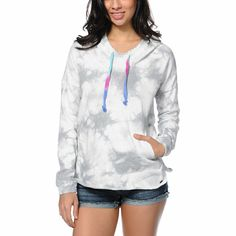 The Grey tie dye design with contrasting multicolor drawstrings on the Volcom My Dream Dye pullover hoodie will liven up your style. This pullover hoodie for women is a relaxed fit with an oversized hood and split side seams, and soft fleece interior