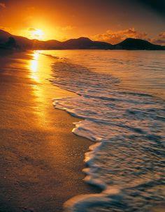 Assister au coucher de soleil à l'autre bout du monde sur une plage paradisiaque...