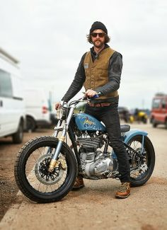Custom Culture Bobber & Chopper Motorcycles Style, Tattoo and Fashion / Clothing Inspirations Motos Bobber, Moto Scrambler, Bobber Bikes, Bobber Chopper, Cool Motorcycles, Vintage Motorcycles, Enfield Motorcycle, Bobber Motorcycle, Motorcycle Design