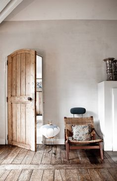 Rustic And Shabby Chic House With Lots Of Wood In Decor | DigsDigs