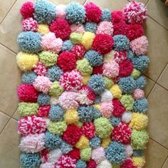 up a batch of colourful pom-poms and attach these onto a woven mat. Yarn Crafts, Diy Crafts To Sell, Fabric Crafts, Sewing Crafts, Diy Pom Pom Rug, Pom Pom Crafts, Pom Pom Mat, Yarn Projects, Crochet Projects