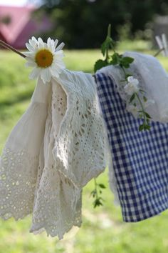 simple and charming farmhouse laundry line