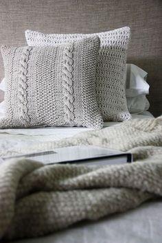 almohadones tejidos para la cama