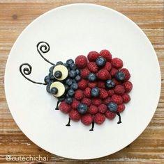 mittagessen kinder 20 Divertidos platillos con fruta que tu hijo comerá sin hacer berrinche # Kinder Cute Snacks, Cute Food, Yummy Food, Healthy Food, Food Crafts, Diy Food, Food Tips, Food Hacks, Cooking Tips