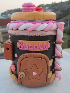 Puerta a la dulzura Clay Jar, Fimo Clay, Polymer Clay Projects, Polymer Clay Charms, Polymer Clay Creations, Polymer Clay Art, Clay Crafts, Clay Fairy House, Cupcake Collection