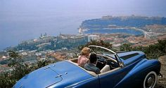 Grace Kelly & Cary Grant in the famous flick To Catch a Thief. I can't figure out what is more stunning, the 1953 Sunbeam Alpine, the South of France or Grace herself? Antibes, Monte Carlo, Summer Travel, Time Travel, Travel News, Travel Hacks, Travel Guide, La Main Au Collet, French Riviera Style