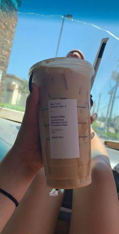 Menu Secret Starbucks, Cold Starbucks Drinks, Café Starbucks, Bebidas Do Starbucks, Starbucks Hacks, How To Order Starbucks, Cold Coffee Drinks, Coffee Drink Recipes, Portuguese Recipes