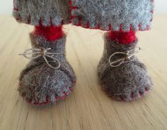 gnome feet just a pic Felt Crafts, Fabric Crafts, Christmas Crafts, Scandinavian Gnomes, Scandinavian Christmas, Needle Felted, Christmas Gnome, Sewing Patterns, Creations