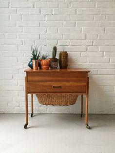 Vintage Nähkasten, Tisch Teak, Beistelltisch Mid Century, Nähkasten antik, Vintage interior von moovi auf Etsy