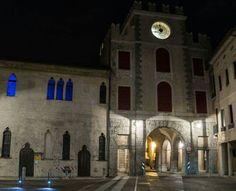 Torre dell'Orologio e Palazzo Anselmi Location: Vittorio Veneto - Serravalle  #reflexbook #vittorioveneto #serravalle #estate2017 #giugno #torredellorologio #palazzoanselmi #quasimezzanotte #ioamolamiacittàdinotte