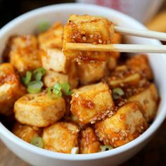 Hot & sweet House Foods Honey Sriracha Tofu recipe tastes just like Chinese take out! And it only takes 15 minutes to make from start to finish!