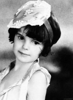 Judy Garland, ca. 1928 - Dorothy in the original Wizard of Oz. Celebrity Baby Pictures, Celebrity List, Celebrity Babies, Celebrity Children, Celebrity Couples, Judy Garland, Vintage Hollywood, Classic Hollywood, Young Celebrities