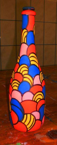Garrafas pintadas por alunos do sexto e oitavo ano do Colégio Universitário de Criciúma.