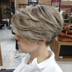 Short Feathered Haircut with Bangs for Thick Hair Haircut Thick Wavy Hair, Wedge Hairstyles, Short Layered Haircuts, Short Hairstyles For Thick Hair, Short Hair With Bangs, Short Hair With Layers, Haircuts With Bangs, Short Hair Cuts For Women, Short Hair Styles