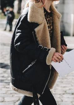 These Winter Looks Have Over Fans via - feline power with an oversized shearling jacket. Looks Street Style, Looks Style, Looks Cool, Look Fashion, Fashion Outfits, Fashion Trends, Paris Fashion, Fashion Tips, Womens Fashion
