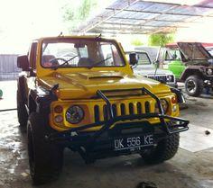 Suzuki Jimny Samurai modifikasi kuning