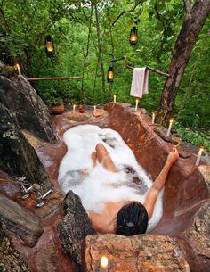 Don't just install any outdoor bathtub. Install THIS outdoor bathtub. and by outdoor bathtub i mean outdoor hot tub Outdoor Bathtub, Outdoor Showers, Indoor Outdoor, Tadelakt, Earthship, Interior Exterior, Room Interior, Spas, My Dream Home