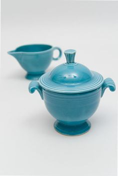 Fiesta sugar bowl & ring-handled creamer set in original turquoise glaze, circa 1939-69