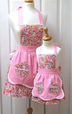 Reversible Mommy and Me Retro Apron Set by GrammaMayHandicrafts Retro Apron, Aprons Vintage, Sewing For Kids, Baby Sewing, Childrens Aprons, Apron Designs, Cute Aprons, Sewing Aprons, Kids Apron