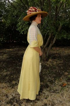 Reproduction: late Edwardian dress, circa 1910, by Jen Thompson at Festive Attyre. Made from a period pattern.