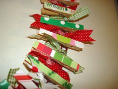 Christmas card wreath!  Great idea- might have to make this for momsie :)
