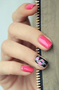 Fucsia + black flower Nail Art