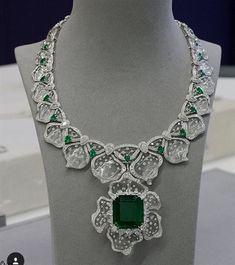 Emerald and diamond necklace #DiamondJewelry
