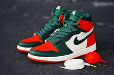 Solefly Officially Introduces Their SoleFly x Air Jordan 1 Miami Art Basel Collection - Dr Wong - Emporium of Tings. Sneakers Mode, Retro Sneakers, Best Sneakers, Sneakers Fashion, Jordan Sneakers, Dope Fashion, Man Fashion, Custom Sneakers, Custom Shoes