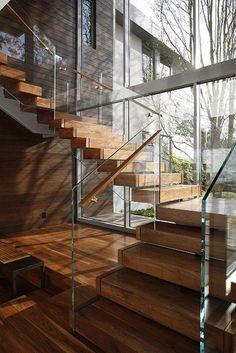 Escalera elaborada en madera