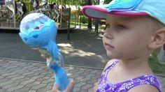 Алиса Мими Лисса гуляет в парке Покупает игрушки Холодное Сердце
